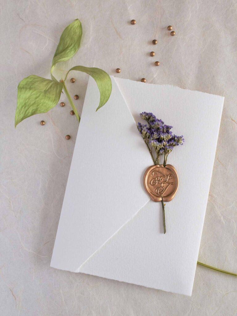 uma-ode-as-flores-em-tons-de-lias-convite